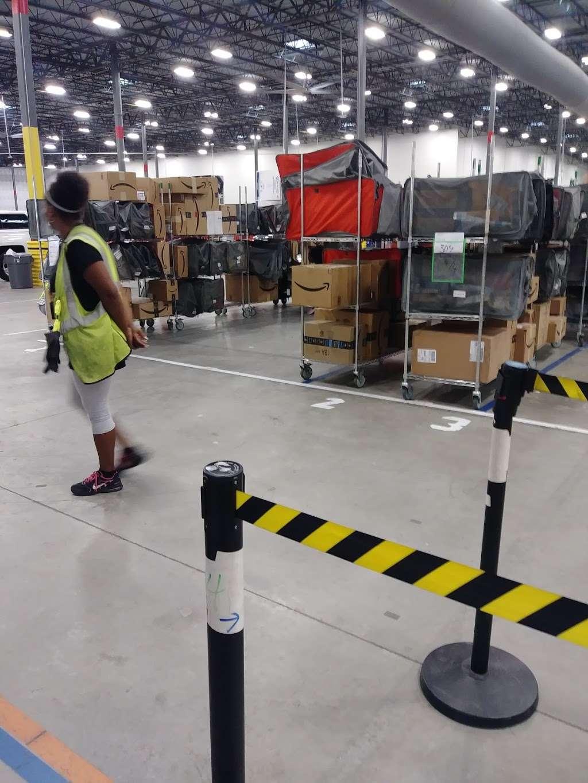 Amazon Flex Farmers Branch - storage  | Photo 6 of 10 | Address: 12401 N Stemmons Fwy, Farmers Branch, TX 75234, USA