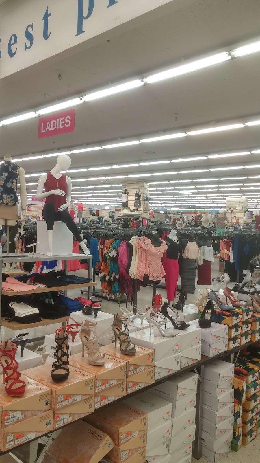 Viva Fashion Mart - clothing store  | Photo 3 of 10 | Address: 4305 State Ave, Kansas City, KS 66102, USA | Phone: (913) 287-8008