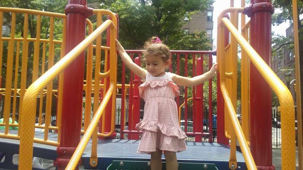 Torsney/Lou Lodati Playground - park  | Photo 8 of 10 | Address: 41-15 Skillman Ave, Long Island City, NY 11104, USA | Phone: (212) 639-9675