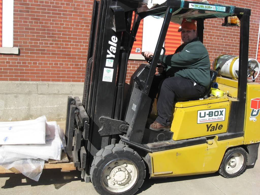 U-Haul Moving & Storage at Clark Ave - moving company  | Photo 6 of 10 | Address: 6000 Clark Ave, Cleveland, OH 44102, USA | Phone: (216) 631-7402