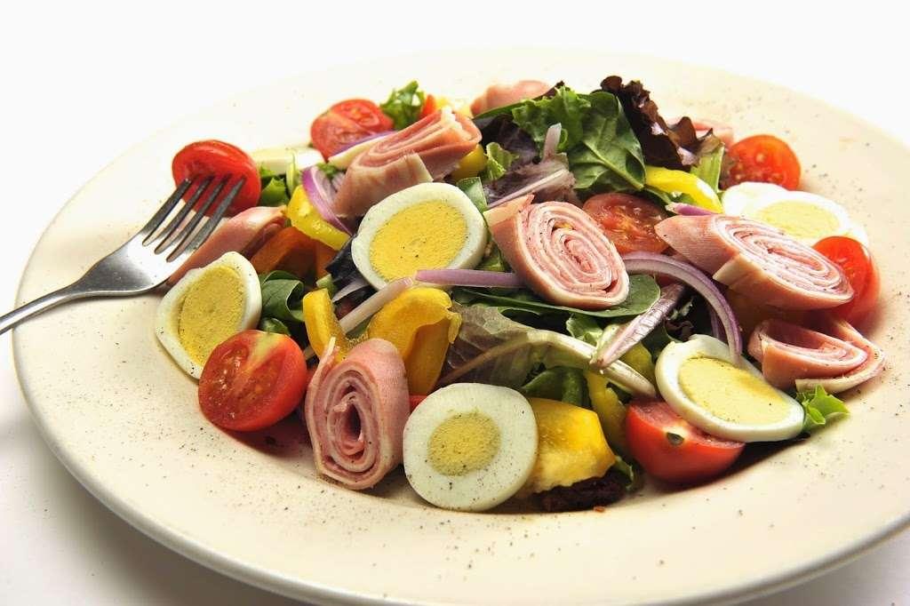 Vinnys Ristorante - meal takeaway  | Photo 3 of 10 | Address: 3320 76 Broadway, Somerville, MA 02145, USA | Phone: (617) 628-1921