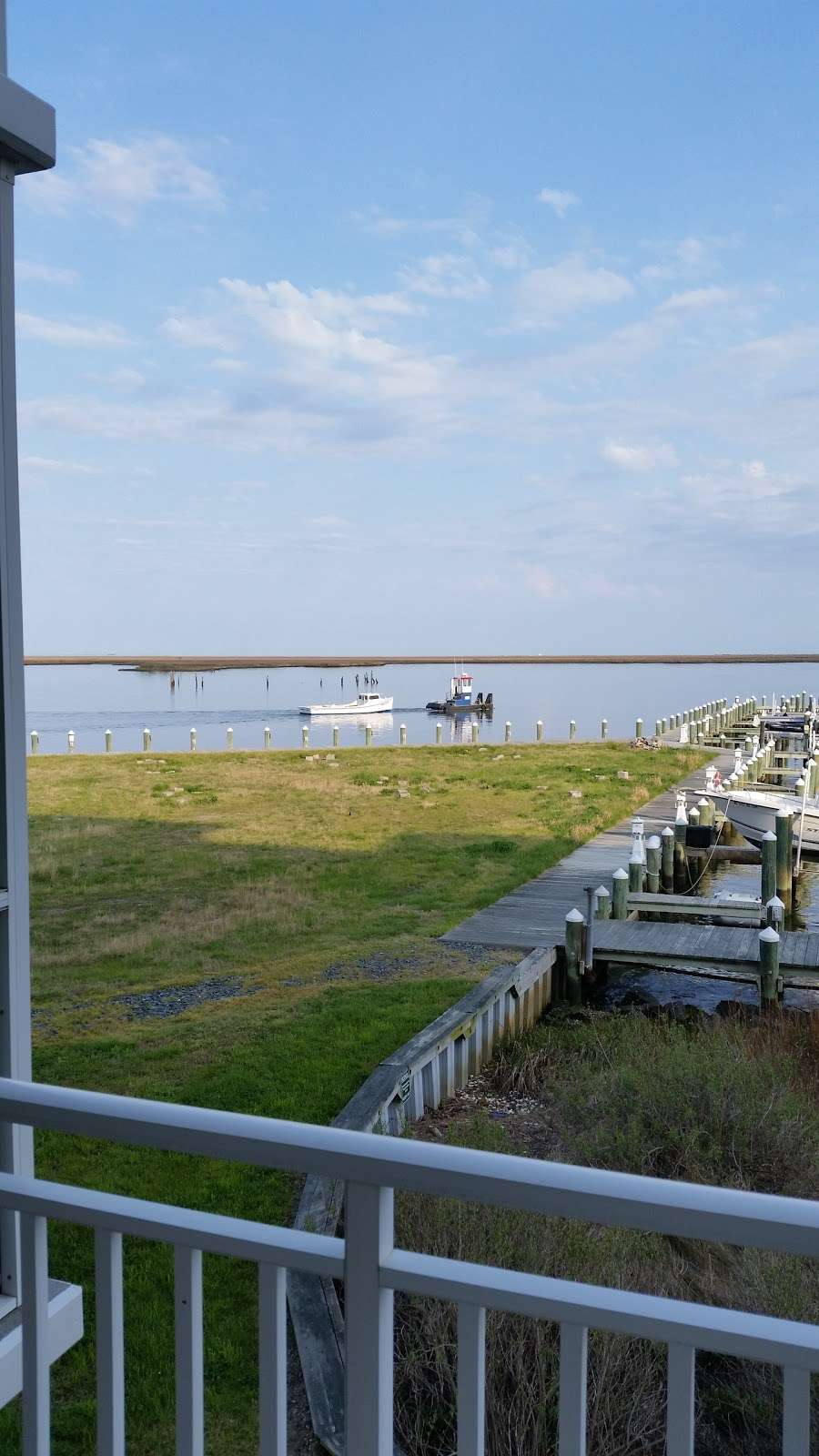 Harbour Light Condo 4 Sale - Rent - real estate agency  | Photo 6 of 10 | Address: 102 Williams St #511, Crisfield, MD 21817, USA