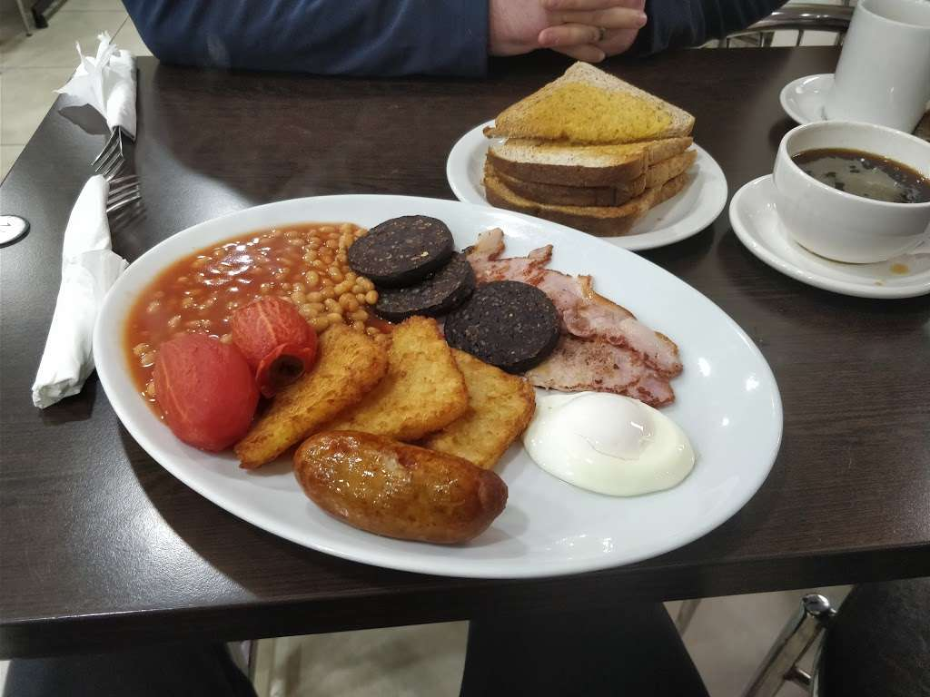 River Palace Cafe - cafe  | Photo 7 of 10 | Address: Dobbs Weir Rd, Hoddesdon EN11 0AZ, UK | Phone: 01992 214146