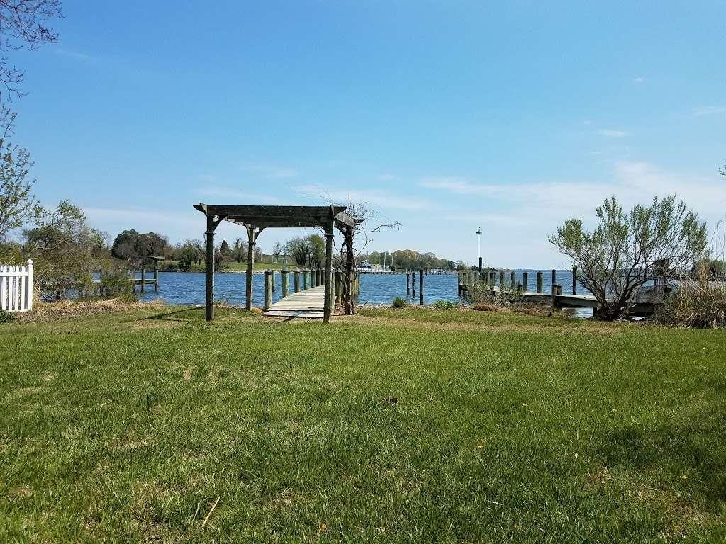 Back Creek Inn - lodging  | Photo 2 of 10 | Address: 210 Alexander St, Solomons, MD 20688, USA | Phone: (410) 326-2022