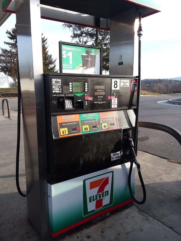 7-Eleven - convenience store  | Photo 4 of 10 | Address: 2000 N Shenandoah Ave, Front Royal, VA 22630, USA | Phone: (540) 631-7237