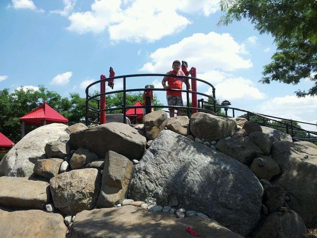 Elmhurst Park - park  | Photo 5 of 10 | Address: 57th Avenue &, Grand Ave, Queens, NY 11373, USA | Phone: (212) 639-9675