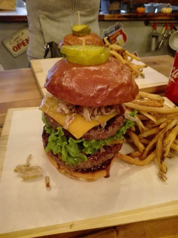 Burger Lab - restaurant  | Photo 8 of 10 | Address: 29-04 Ditmars Blvd, Long Island City, NY 11105, USA | Phone: (929) 454-8825