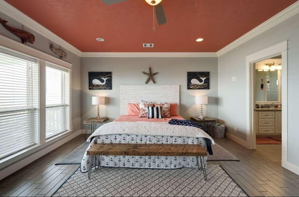 Nautibeach Cottage - lodging  | Photo 1 of 4 | Address: 1129 Blue Water Dr, Crystal Beach, TX 77650, USA