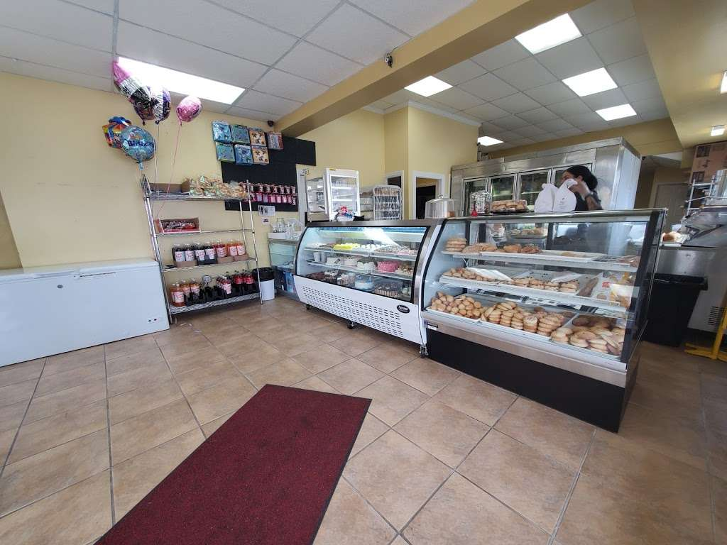 Carlos Cakes - bakery  | Photo 1 of 3 | Address: 139 Water St, Lawrence, MA 01841, USA | Phone: (978) 208-7030