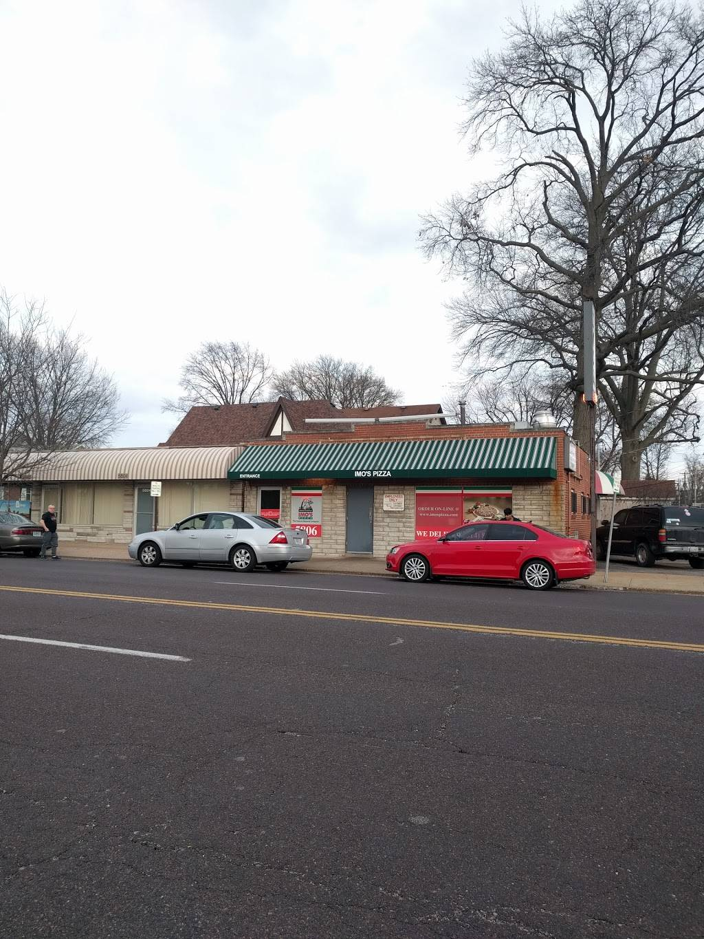 Imos Pizza - meal delivery  | Photo 5 of 10 | Address: 5806 Hampton Ave, St. Louis, MO 63109, USA | Phone: (314) 832-9677