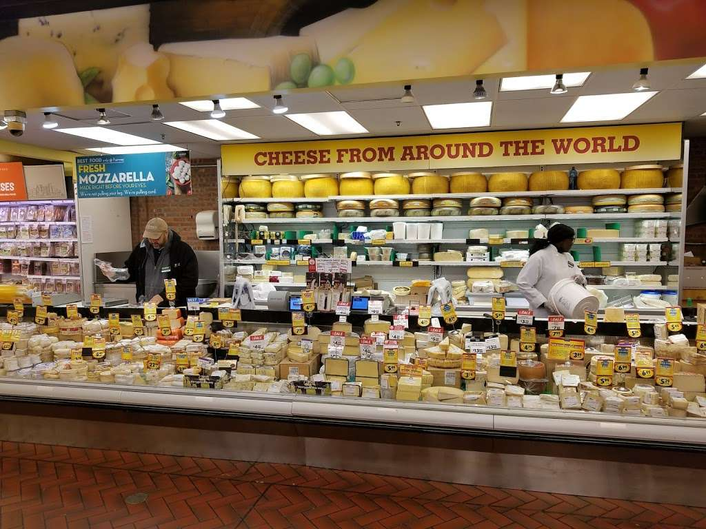 Fairway Market Red Hook - supermarket  | Photo 5 of 10 | Address: 480-500 Van Brunt St, Brooklyn, NY 11231, USA | Phone: (718) 254-0923