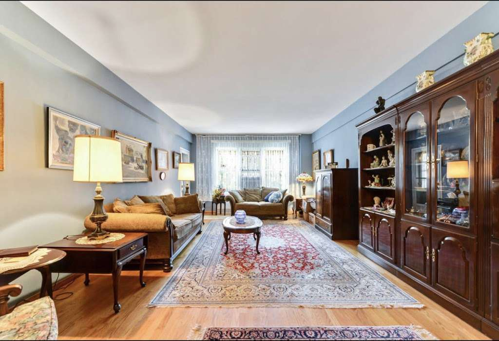 Forest Hills Realtor Lily Tran - real estate agency  | Photo 4 of 10 | Address: 68-56 Groton St, Forest Hills, NY 11375, USA | Phone: (917) 279-0177