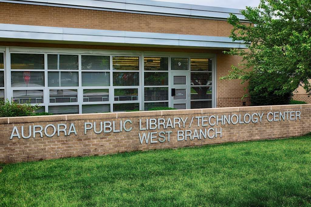 Aurora Public Library - West Branch - library  | Photo 4 of 10 | Address: 233 S Constitution Dr, Aurora, IL 60506, USA | Phone: (630) 264-3600