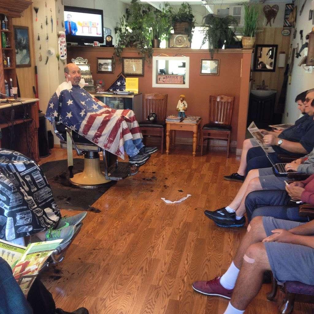 Stracks Barber Shop - hair care    Photo 4 of 10   Address: 1109 S Main St, Algonquin, IL 60102, USA   Phone: (847) 658-6948