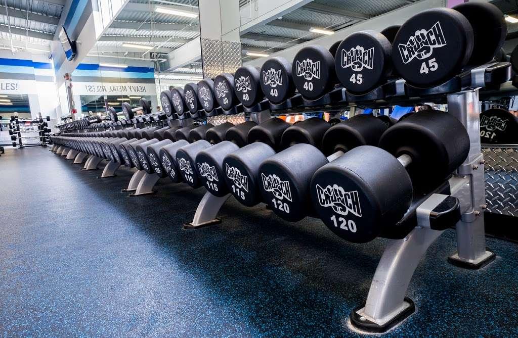 Crunch Fitness - Hudson - gym    Photo 7 of 10   Address: 205 Washington St, Hudson, MA 01749, USA   Phone: (978) 293-3633