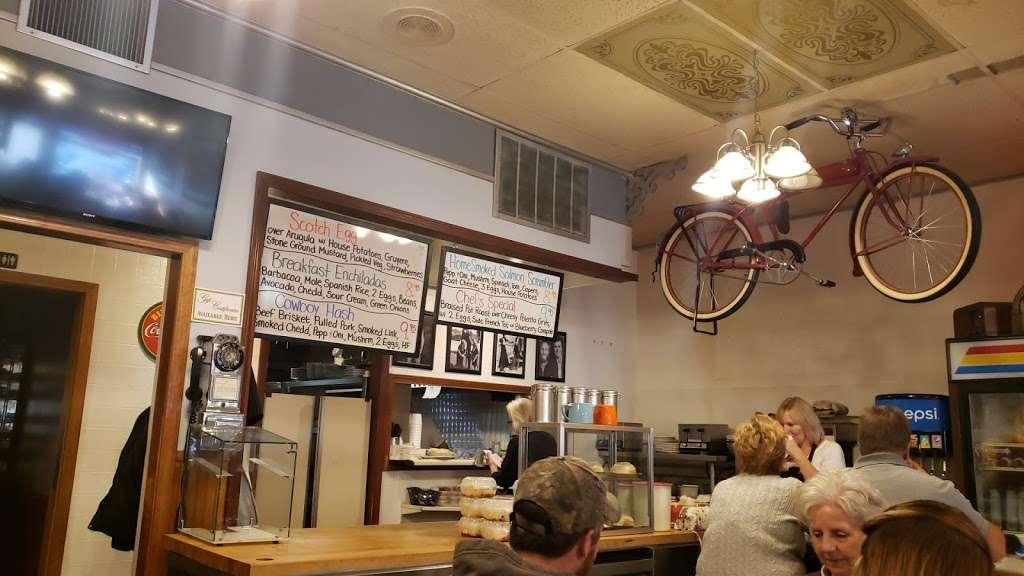 Oswego Family Restaurant - restaurant  | Photo 1 of 10 | Address: 69 Main St, Oswego, IL 60543, USA | Phone: (630) 554-0340