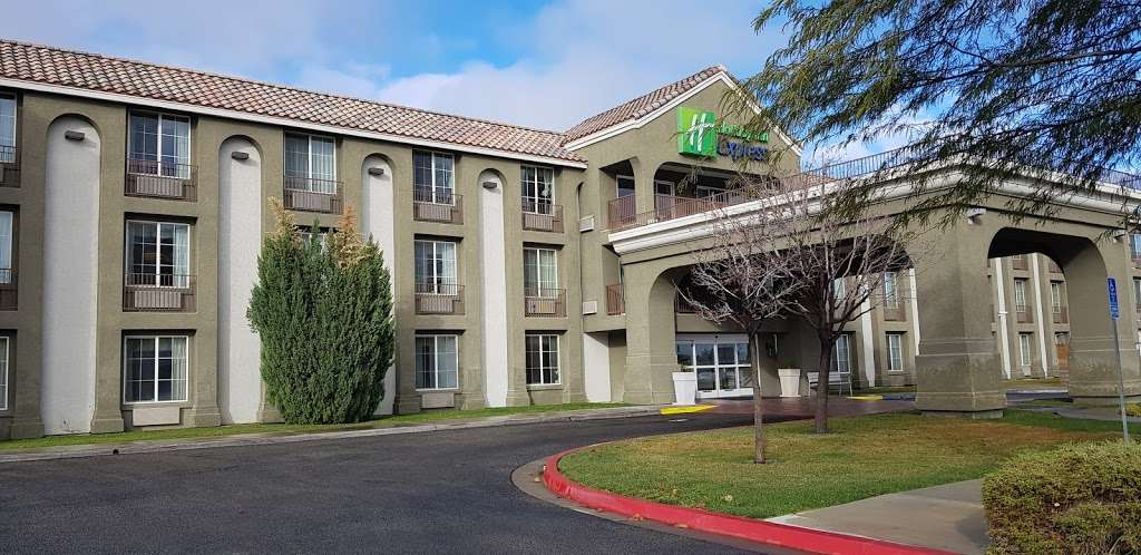 Holiday Inn Express Lancaster - lodging  | Photo 10 of 10 | Address: 43719 17th St W, Lancaster, CA 93534, USA | Phone: (661) 951-8848