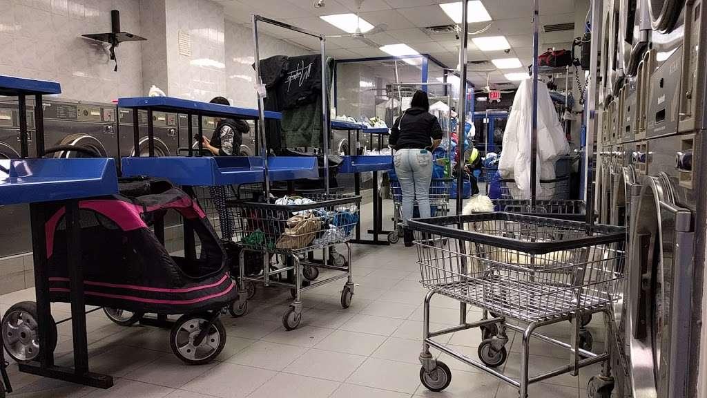 P & P Laundromat - laundry  | Photo 3 of 3 | Address: 82 S 4th St, Brooklyn, NY 11211, USA | Phone: (718) 486-7530