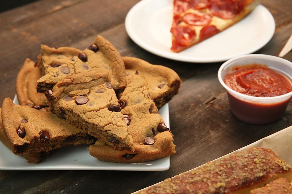 Pizza Hut - meal takeaway  | Photo 3 of 10 | Address: 7405 SW Barbur Blvd, Portland, OR 97219, USA | Phone: (503) 452-2815