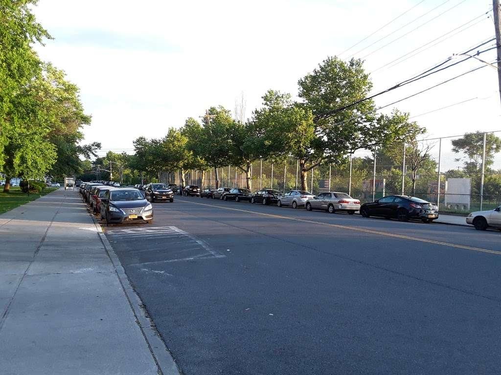 Pugsley Av/Seward Av - bus station    Photo 6 of 9   Address: Bronx, NY 10473, USA