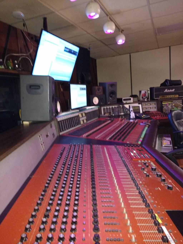 Polaris Recording Studio of Windsor / A level - electronics store  | Photo 8 of 10 | Address: 1151 Drouillard Rd, Windsor, ON N8Y 2R2, Canada | Phone: (519) 980-5633