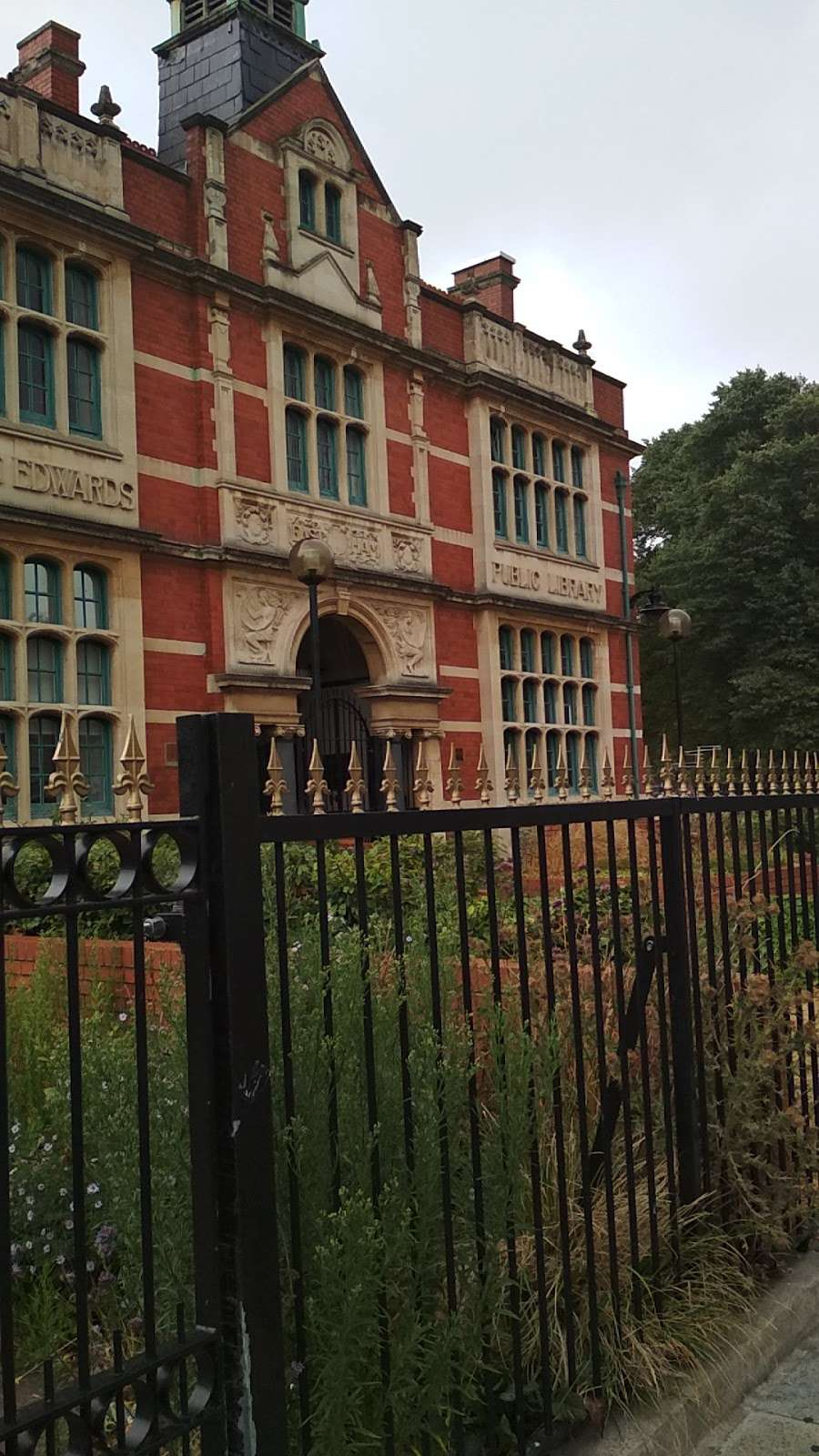 Passmore Edwards Public Library - library  | Photo 7 of 10 | Address: 207 Plashet Grove, London E6 1BT, UK