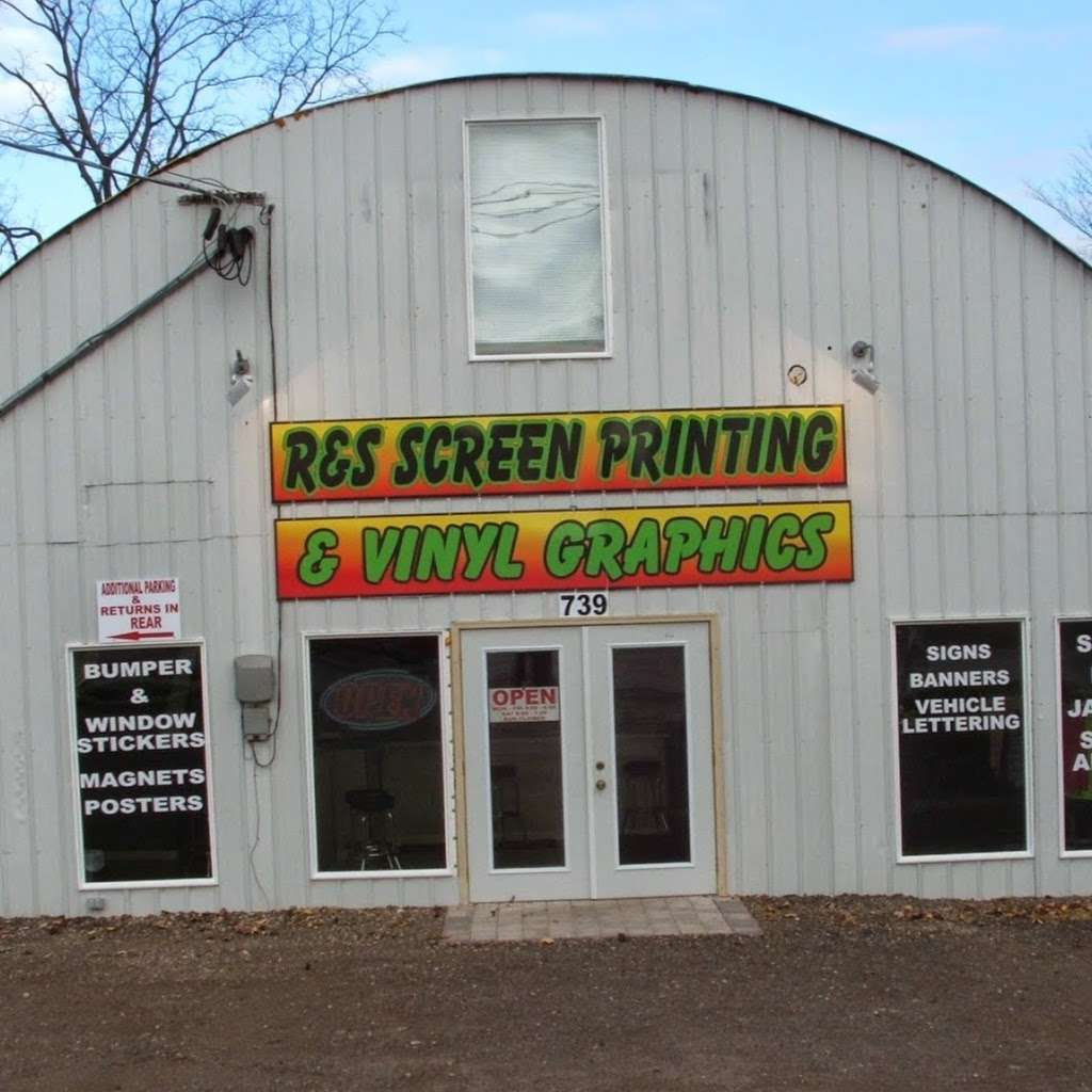 R & S Screen Printing - clothing store  | Photo 2 of 10 | Address: 739 McHenry Ave, Woodstock, IL 60098, USA | Phone: (815) 337-3935