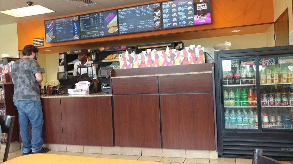 Dunkin Donuts - cafe  | Photo 3 of 10 | Address: 7125 W Oakland Park Blvd, Lauderhill, FL 33313, USA | Phone: (954) 742-8511