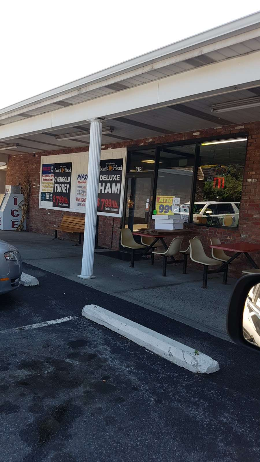 Hometown Deli & Pizzeria - restaurant  | Photo 5 of 10 | Address: 812 NY-52, Fishkill, NY 12524, USA | Phone: (845) 896-9730