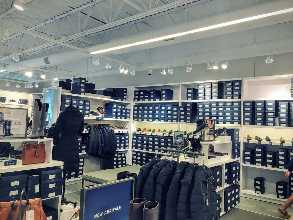 Cole Haan Outlet - shoe store  | Photo 5 of 10 | Address: 1650 Premium Outlet Blvd #568, Aurora, IL 60502, USA | Phone: (630) 898-1369
