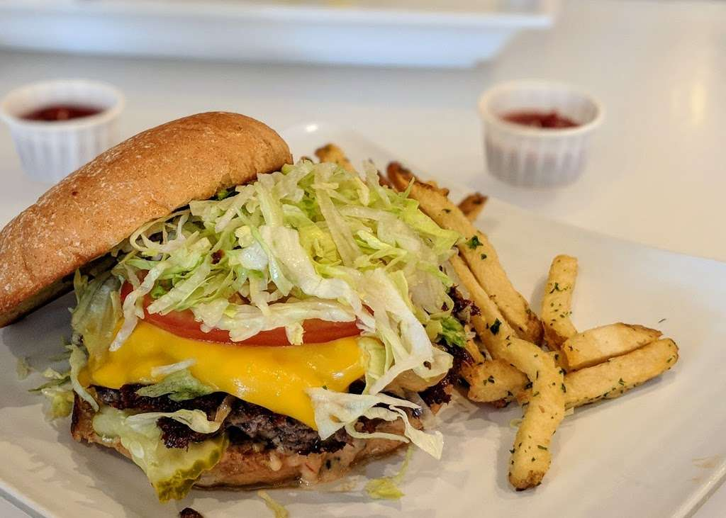 Burger Lounge - restaurant  | Photo 9 of 10 | Address: 16490 Paseo Del Sur #105, San Diego, CA 92127, USA | Phone: (858) 759-1388