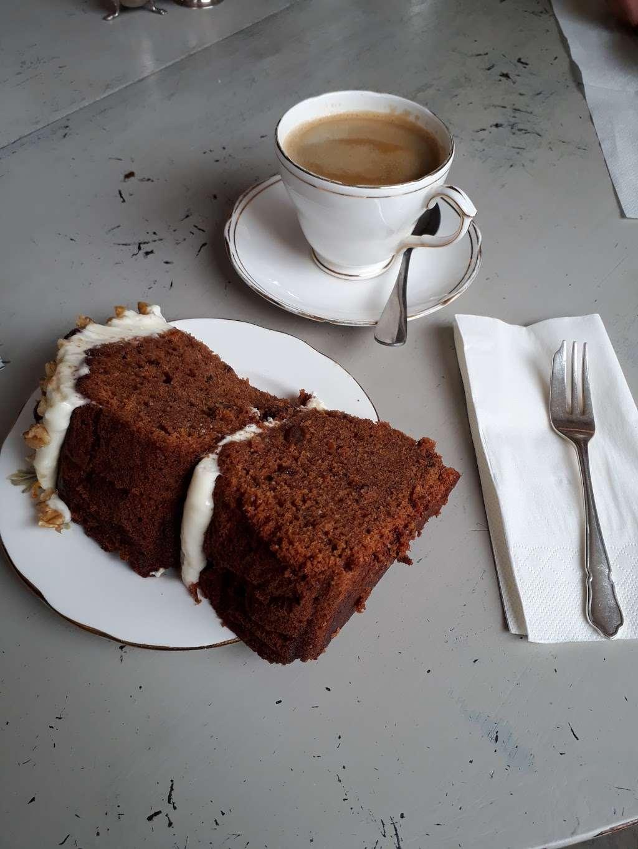 Lamingtons - cafe    Photo 8 of 10   Address: 25 High St, Bletchingley, Redhill RH1 4PB, UK   Phone: 07751 405020