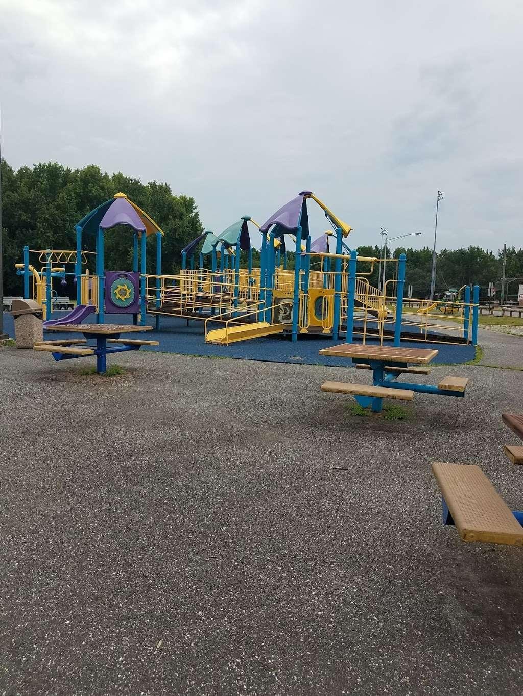 Carneys Point Recreational Park - park  | Photo 4 of 10 | Address: 229 Penns Grove Auburn Rd, Pedricktown, NJ 08067, USA | Phone: (609) 254-0000