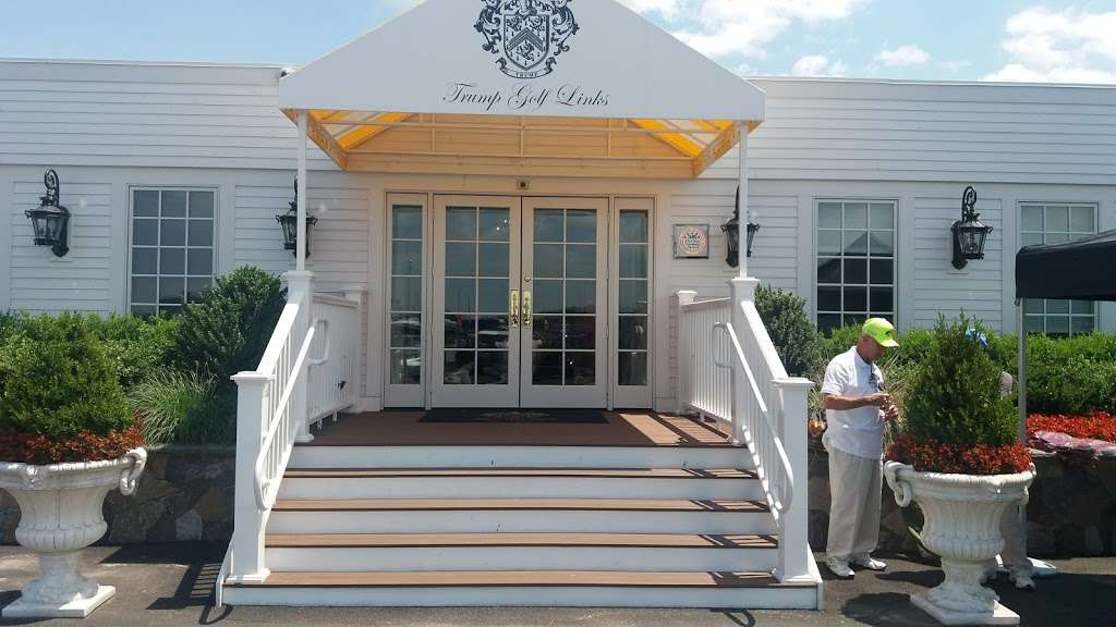 Trump Golf Links, Ferry Point - restaurant  | Photo 2 of 10 | Address: 500 Hutchinson River Pkwy, Bronx, NY 10465, USA | Phone: (718) 414-1555