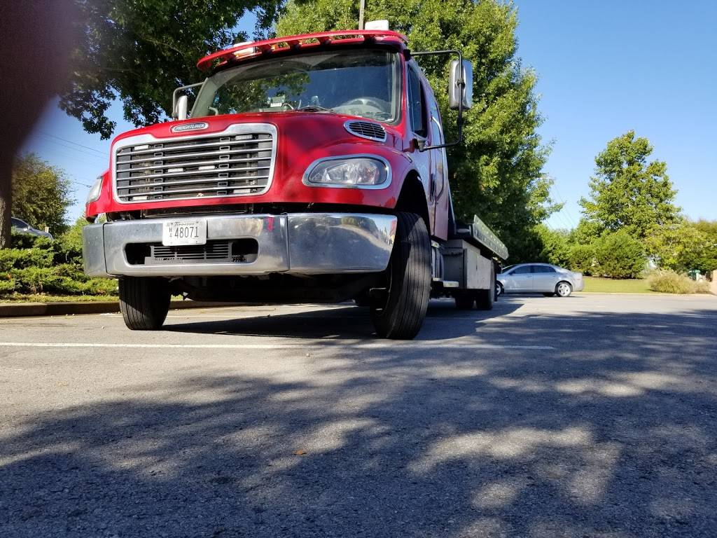 Friendly Auto Service Tech Roadside Assistance - car repair  | Photo 3 of 8 | Address: 1218 Pierce Rd, Madison, TN 37115, USA | Phone: (615) 294-6215