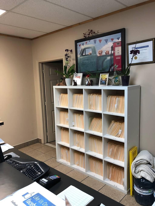 Fallsview Veterinary Clinic - doctor    Photo 5 of 8   Address: 6144 McLeod Rd, Niagara Falls, ON L2G 7P5, Canada   Phone: (289) 296-2172