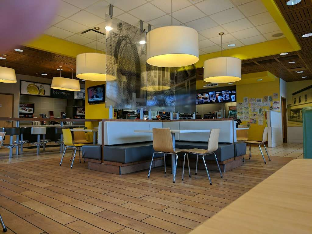 McDonalds - cafe  | Photo 3 of 10 | Address: 1 Red Pump Rd, Bel Air, MD 21014, USA | Phone: (410) 838-5129