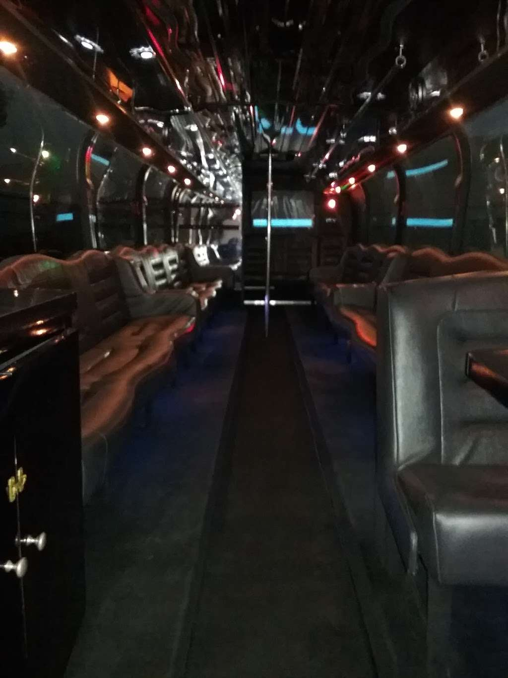 Epic Limo and Party Bus - travel agency  | Photo 6 of 10 | Address: 3392 E St, San Diego, CA 92102, USA | Phone: (858) 270-5466