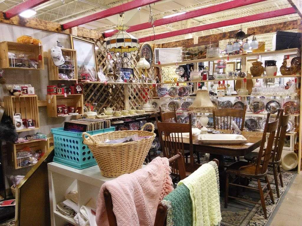 Wildwood Antique Mall of Lakeland - jewelry store  | Photo 4 of 9 | Address: 3530 US Hwy 98 N, Lakeland, FL 33809, USA | Phone: (863) 603-3917