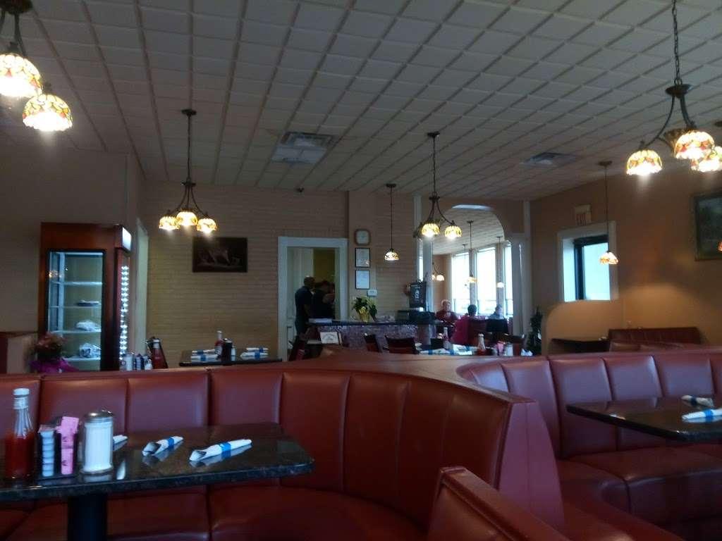 Forum Family Restaurant Inc - restaurant  | Photo 7 of 10 | Address: 3401 Lafayette Blvd, Fredericksburg, VA 22408, USA | Phone: (540) 891-0460