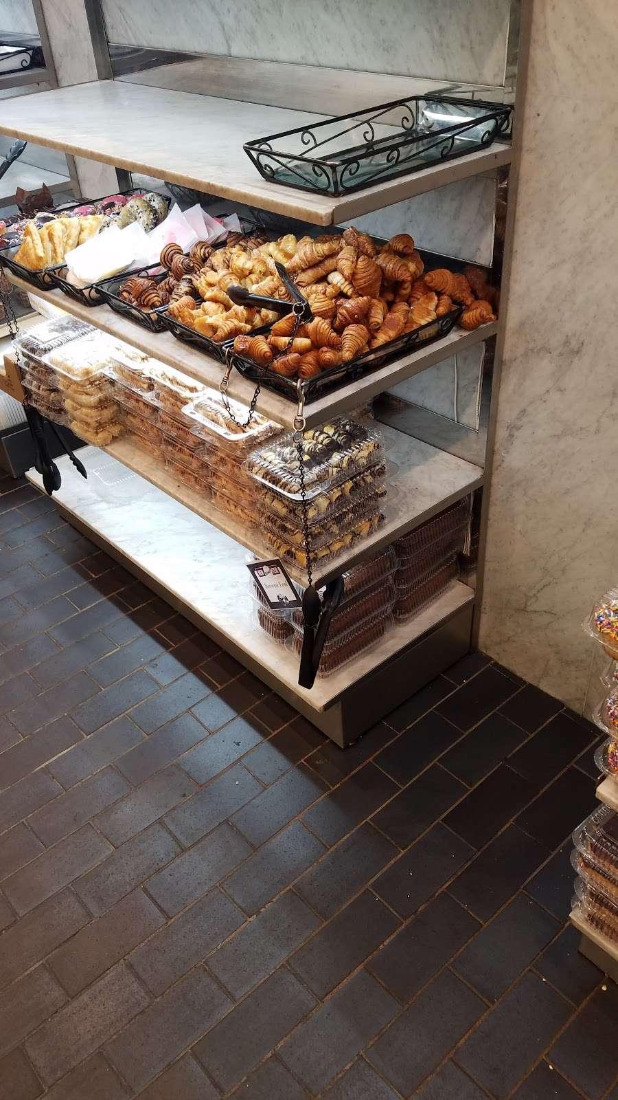Shloimys Bake Shoppe - bakery  | Photo 10 of 10 | Address: 4712 16th Ave, Brooklyn, NY 11204, USA | Phone: (718) 854-1766