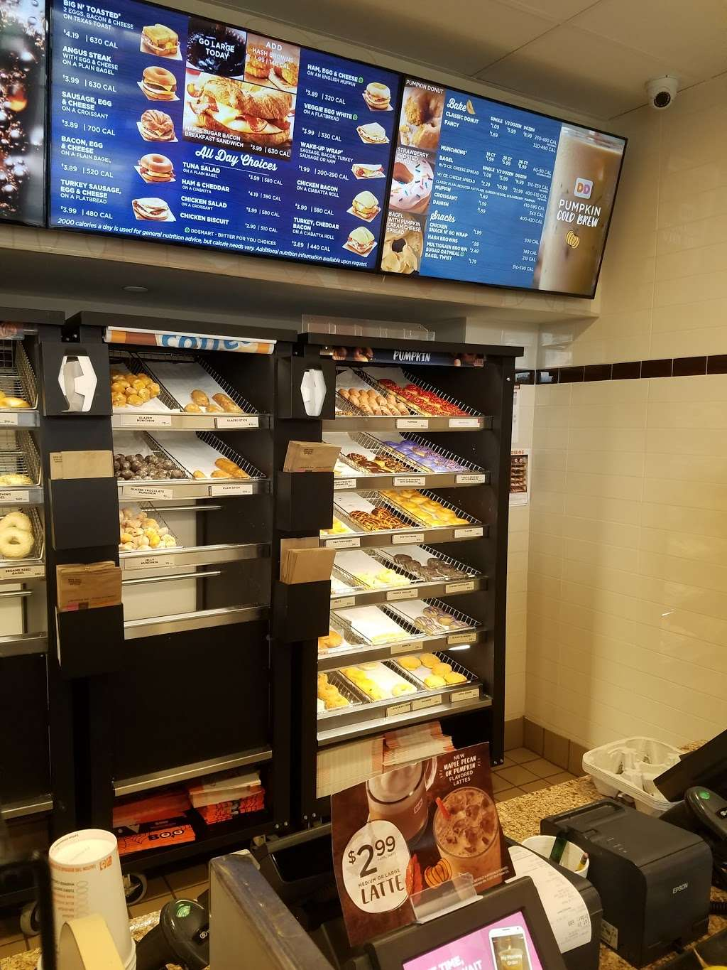 Dunkin Donuts - cafe  | Photo 4 of 10 | Address: 500 Ave at Port Imperial, Weehawken, NJ 07086, USA | Phone: (201) 766-1432