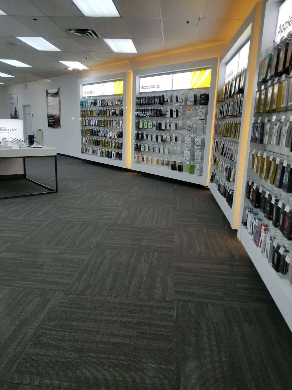 Sprint Store - electronics store  | Photo 6 of 10 | Address: 517 River Rd, Edgewater, NJ 07020, USA | Phone: (201) 654-0920