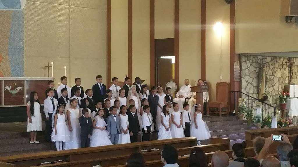 St. Catherine Laboure Church - church  | Photo 5 of 10 | Address: 3846 Redondo Beach Blvd, Torrance, CA 90504, USA | Phone: (310) 323-8900