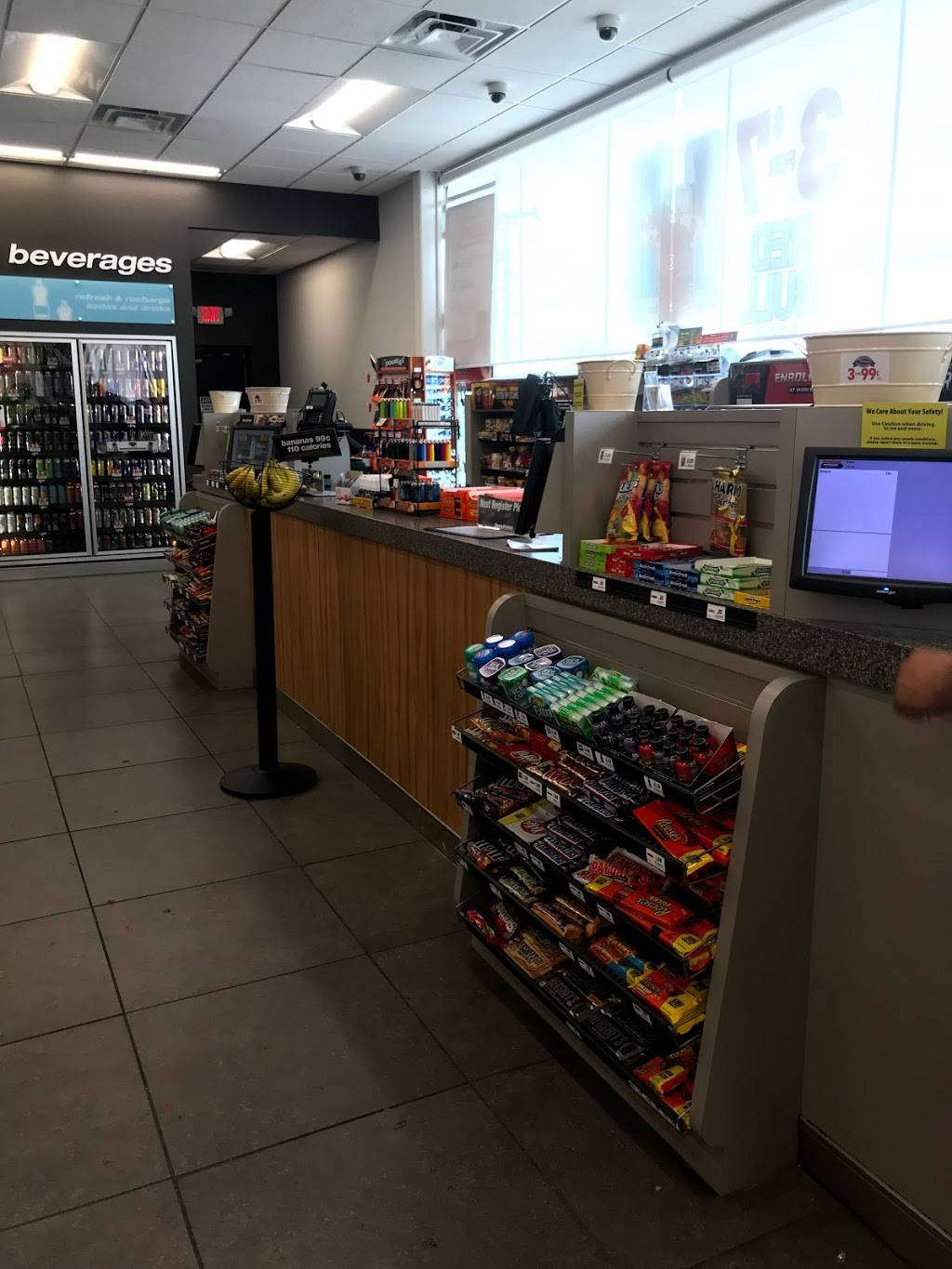 Thorntons - convenience store  | Photo 2 of 7 | Address: 3909 US-31E, Clarksville, IN 47129, USA | Phone: (812) 283-7881