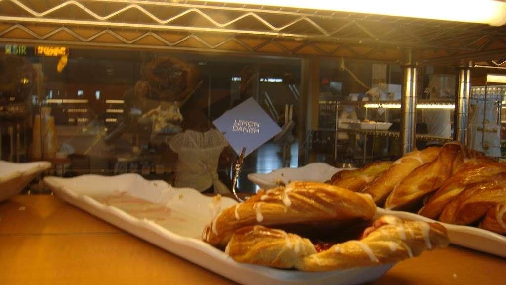 Au Bon Pain - restaurant  | Photo 3 of 10 | Address: One Bay St, Staten Island, NY 10301, USA | Phone: (718) 420-0846