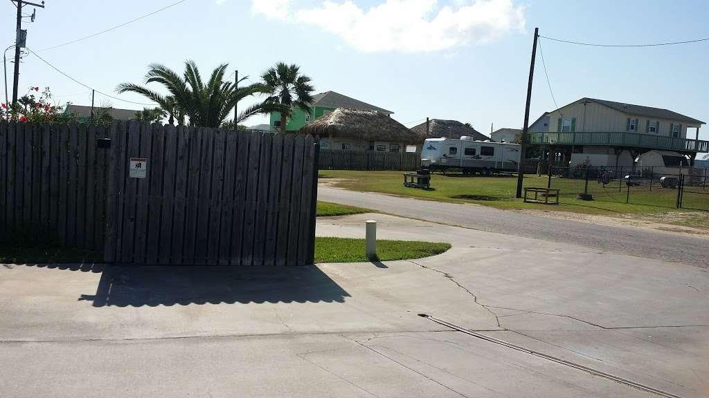 Paulas Vineyard RV Resort - rv park  | Photo 7 of 10 | Address: 1250 N Crystal Beach Rd, Port Bolivar, TX 77650, USA | Phone: (409) 684-9970
