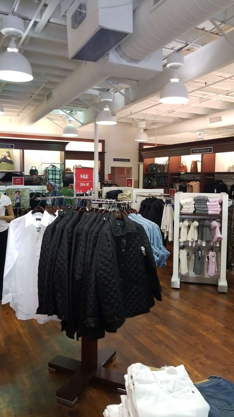 Polo Ralph Lauren Factory Store - clothing store    Photo 4 of 10   Address: 203 Outlet Center Dr, Queenstown, MD 21658, USA   Phone: (410) 827-5039