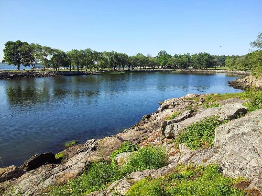 Glen Island Park - park  | Photo 4 of 10 | Address: Weyman Ave, New Rochelle, NY 10805, USA | Phone: (914) 813-6720