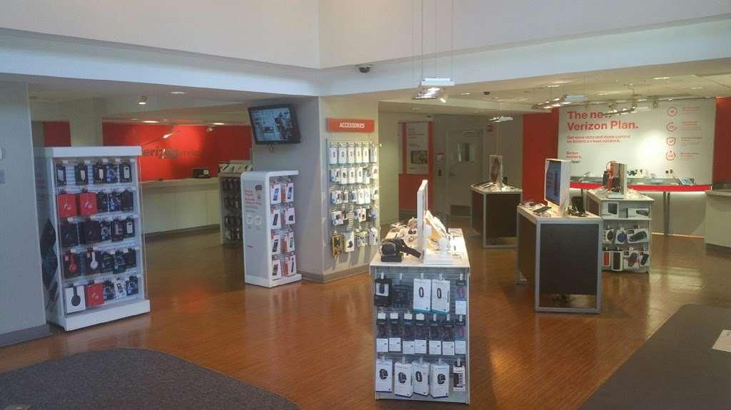 Verizon - store  | Photo 1 of 5 | Address: 1187 3rd Ave, New York, NY 10021, USA | Phone: (212) 606-4700